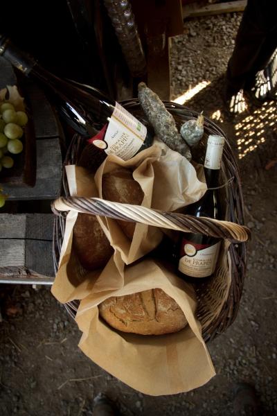 Marché_panier pain et vin